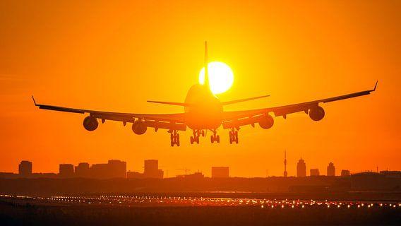 Schiphol Boeing 747 landing suncross