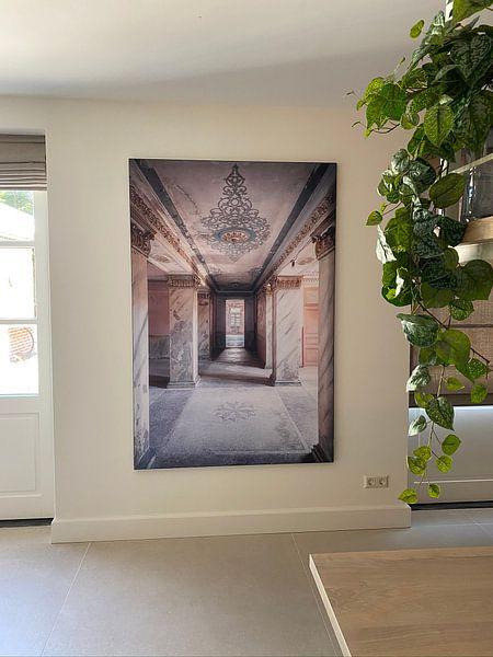 Kundenfoto: Langer Korridor im Verfall. von Roman Robroek, auf akustische wandbilder