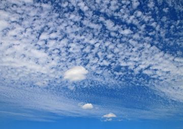 Wolkendecke von Rosi Lorz