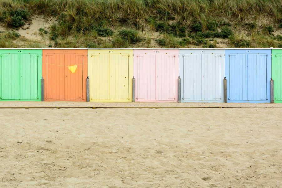 Strand cabines in de avondzon in Domburg