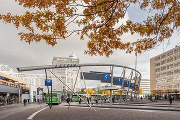 Busstation Leiden Centraal van Paul Algra