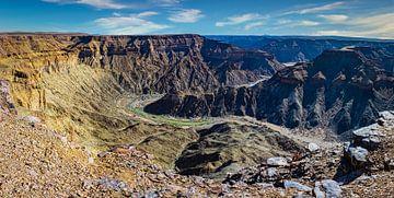 Panorama van de Fish river Canyon in het zuiden van Namibië van Rietje Bulthuis
