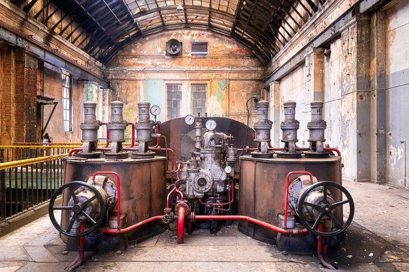 Verlaten Turbine in Verval. van Roman Robroek