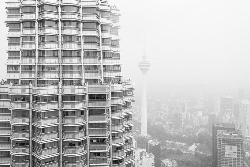Petronas Twin Towers & KL Tower van Capture the Light