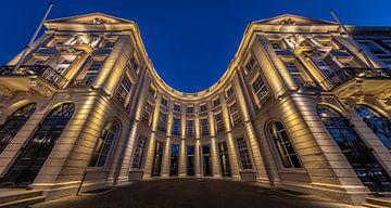 Een wide angle shot van De Koninklijke Schouwburg in Den Haag. van Claudio Duarte