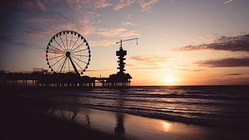 Die Pier Scheveningen bei Sonnenuntergang von Christopher A. Dominic