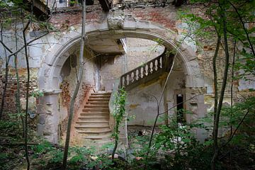 Trappenhuis in verlaten kasteel von Mirjam Offeringa