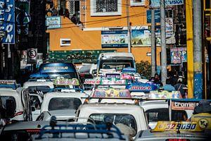 Straatbeeld verkeer Peru van Eerensfotografie Renate Eerens