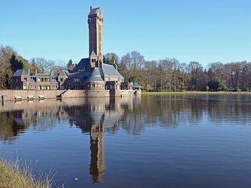 Jachtslot Sint-Hubertus op nationaal park De Hoge Veluwe van Gert Bunt