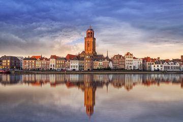 Aangezicht van Deventer in pasteltinten met reflectie. van Bart Ros