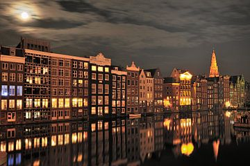 Amsterdam Damrak bij nacht van John Leeninga
