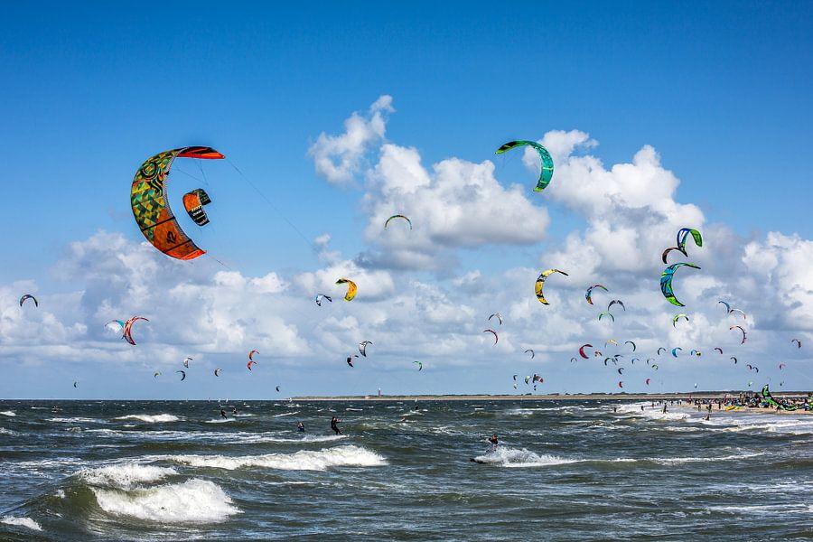 Kitesurfers van Linda Raaphorst