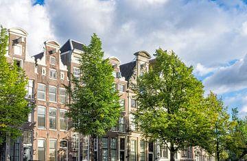 Amsterdam vieilles façades traditionnelles de bâtiments à aux canaux