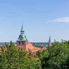 Vue d'ensemble de la ville de Kalkberg avec l'église St. Michelis, vieille ville, Lüneburg, Basse-Sa sur Torsten Krüger