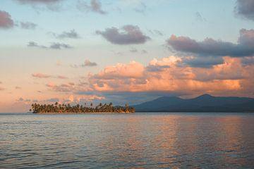 Sonnenuntergang auf der tropischen Insel San Blas