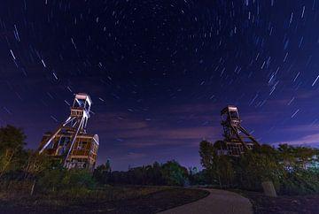 Mijntorens Steenkoolmijn van Eisden met star trails van