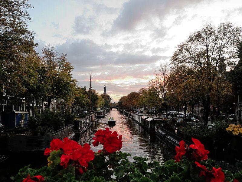 Amsterdam Autumn Sunset van Wiljo van Essen