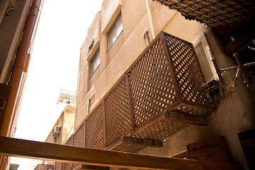 ruelle arabe aux couleurs terreuses à dubaï sur Karijn Seldam