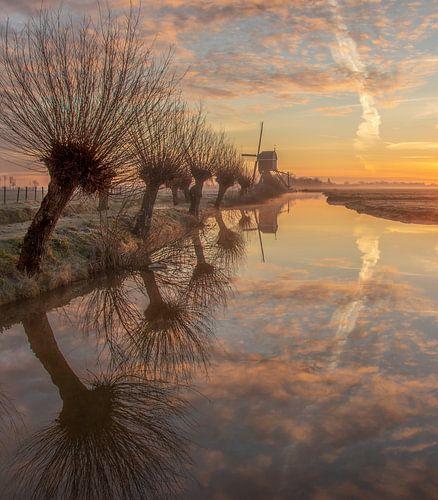 Molen landschap bij zonsopkomst