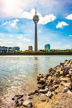 Düsseldorf in de zomer van Günter Albers