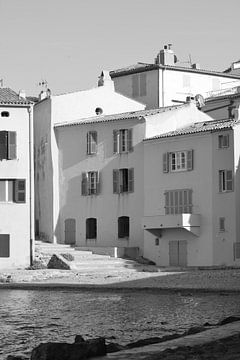 Meerseite Häuser in Saint-Tropez von Tom Vandenhende