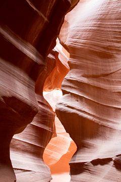 Rode rots in Antelope Canyon van Sander Meijering