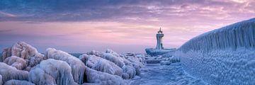 Vereister Leuchtturm auf Rügen im Winter von Voss Fine Art Photography