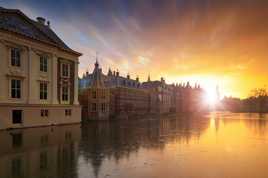 zonsondergang achter de Haagse Hofvijver