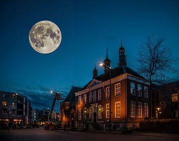 Gemeentehuis Etten-Leur in de avond van Egon Zitter