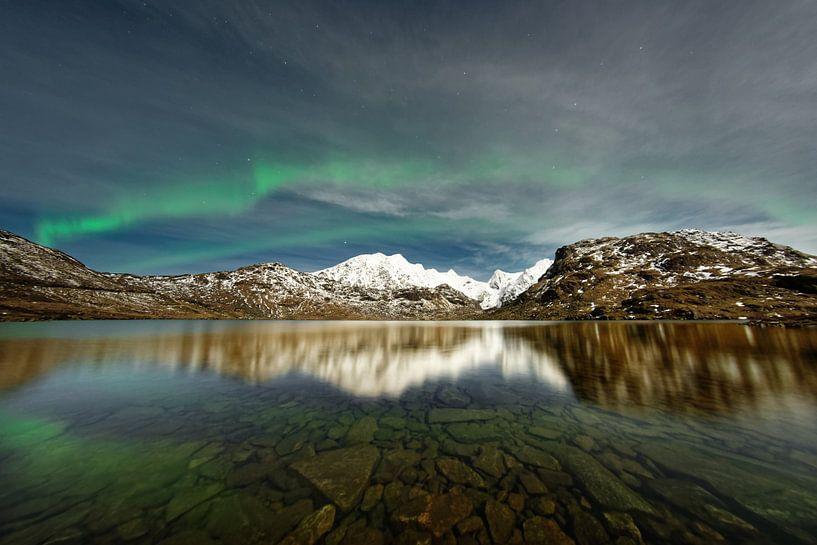 Polarlicht über einer Bergkette von Ralf Lehmann