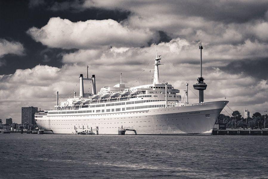 SS Rotterdam in Sepia van Ronne Vinkx