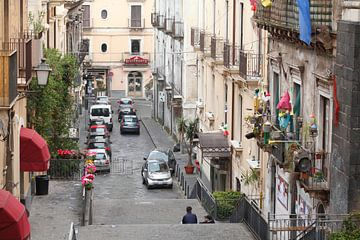 Ruelle de la vieille ville Via Alessi avec les façades des maisons anciennes, vue d'en haut, vieille sur Torsten Krüger