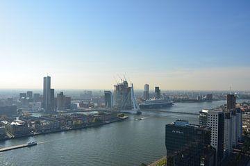 Queen Mary 2 in Rotterdam sur Marcel van Duinen