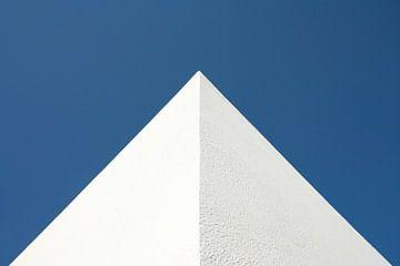 Mediterrane hoekpunt tegen blauwe lucht in rechthoekig formaat van Hans Kwaspen