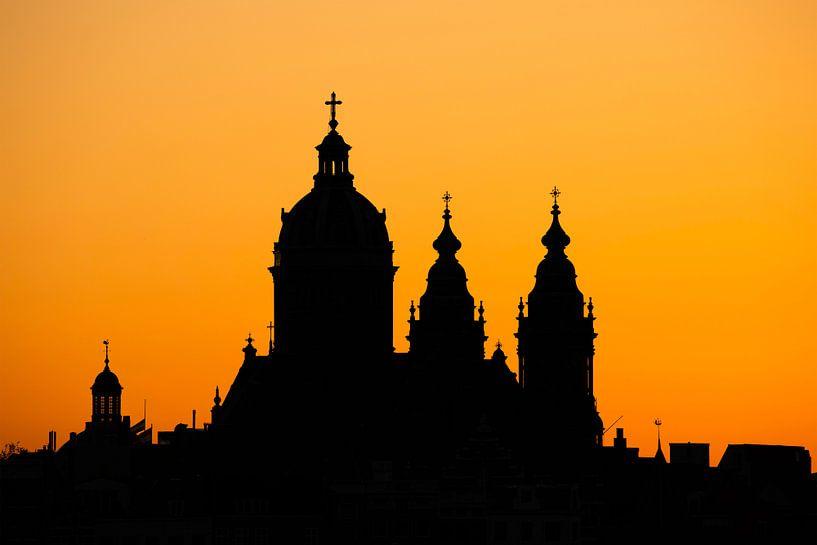 Amsterdam bij zonsondergang van Tristan Lavender