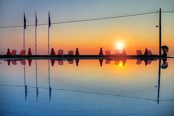 Zwembad reflectie von Dennis van de Water
