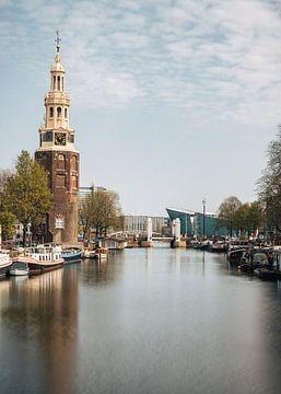 Montelbaanstoren am Kanal Oudeschans, Amsterdam, Niederlande. von Lorena Cirstea