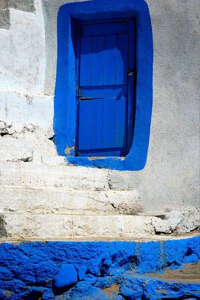 Blauwe deur van Syl de Mooy
