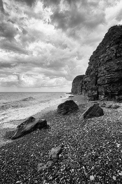 Normandie Frankrijk keienstrand Longues-sur-Mer van Rob van der Teen