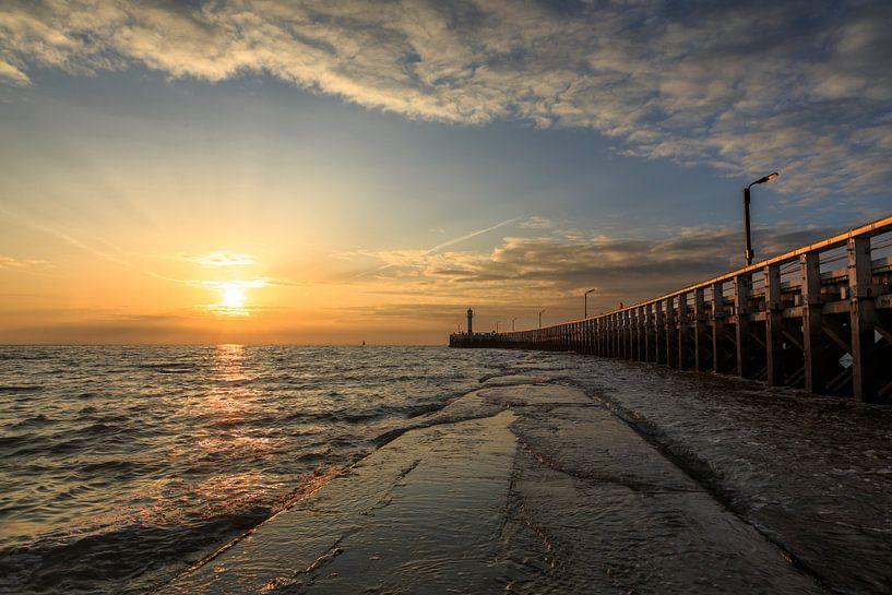 de pier van Nieuwpoort langs de belgische kust tijdens zonsondergang, Belgie van Fotografie Krist / Top Foto Vlaanderen