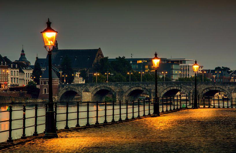 De stenenwal Maastricht uitzicht Sint-Servaasbrug van Geert Bollen