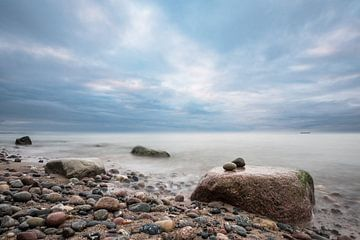 Stones on the Baltic Sea coast van