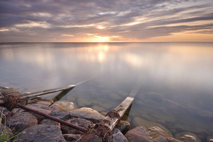 IJsselmeer bij zonsopkomst van John Leeninga