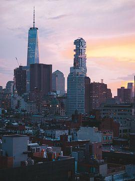 Blaue Stunde in Bowery mit 1 WTC Manhattan im Hintergrund von Michiel Dros