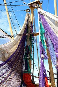 Visnetten aan de mast, Makkum, Friesland