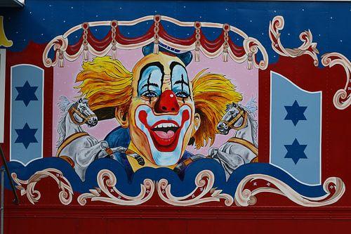 clown op circuswagen