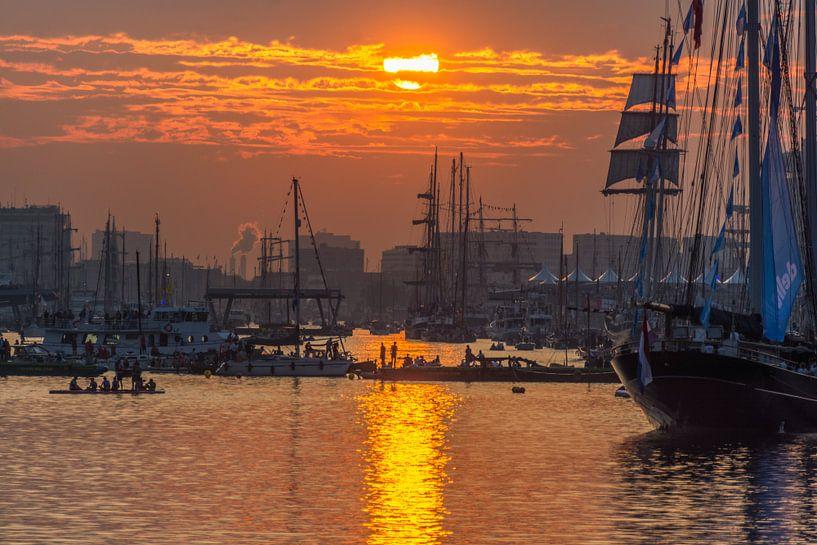 Zonsondergang op Sail van Ardi Mulder