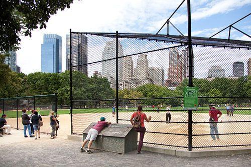 Honkbal op The Great Lawn in Central Park, Manhattan,New York van