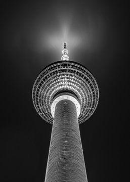 Fernsehturm - Alexanderplatz - Berlin - Zwart Wit van Arie de Korte