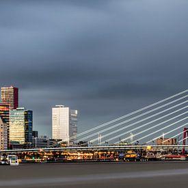 Mooie, indrukwekkende skyline Rotterdam van Miranda van Hulst